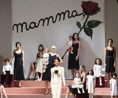 MFW: A Milano sfilano le mamme e l'ottimismo degli anni 80